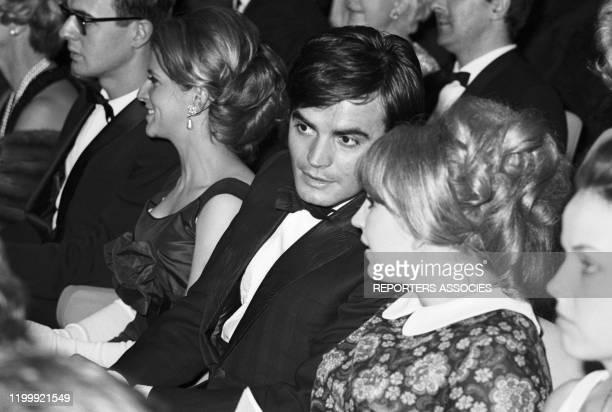JeanClaude Drouot et sa femme Claire lors d'une 1ère à Paris en 1965 FRance