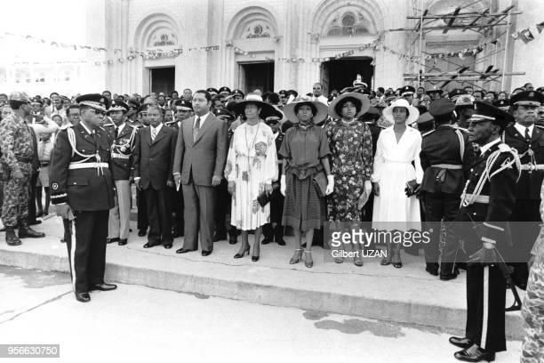 JeanClaude Duvalier armé de son révolver sort de la cathédrale de PortauPrince en compagnie de sa mère Simone en avril 1978 Haïti