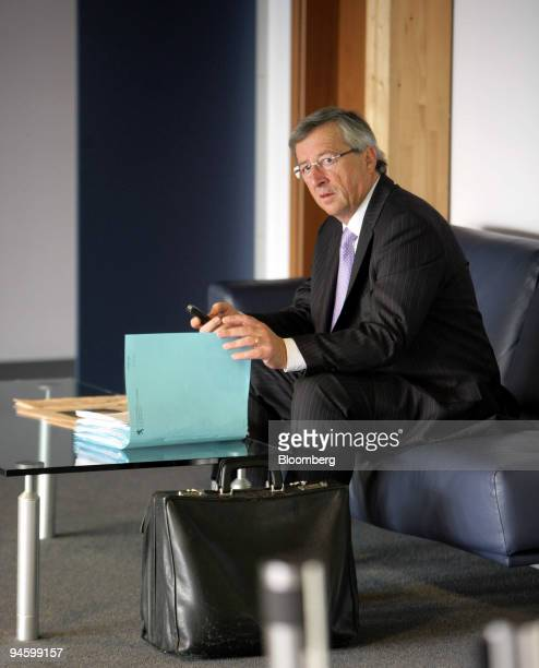 Jean-Claude Juncker, Luxembourg's prime minister, reads newspapers prior to an Ecofin meeting in Luxembourg, Luxembourg, on Tuesday, Oct. 9, 2007....