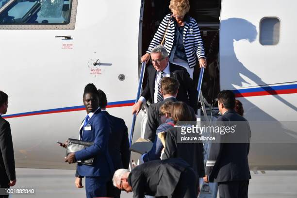 JeanClaude Juncker president of the European Commission and his wife Christiane Frising arrive at the G20 Summit in Hamburg Germany 06 July 2017 The...
