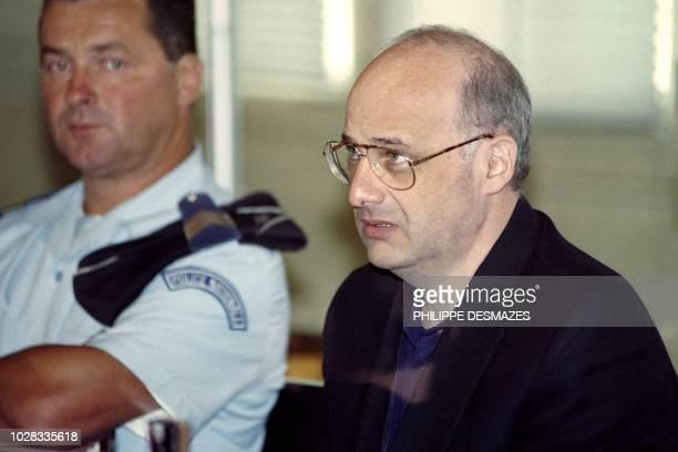 JeanClaude Romand accusé de l'assassinat de ses parents de son épouse et de ses deux enfants ainsi que d'une tentative d'assassinat à l'encontre...
