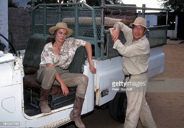 "Jeanette Rauch, Volker Brandt, PRO 7 - Serie ""Glueckliche Reise "", Folge 16, ""Namibia"", Sued-Afrika, Episode 1 ""Co-Pilot Rolf auf Trophaeenjagd"", ,..."
