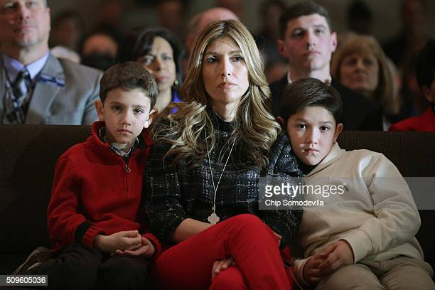 Jeanette Rubio wife of Republican presidential candidate Sen Marco Rubio and their sons Dominick and Anthony watch the senator during a campaign town...