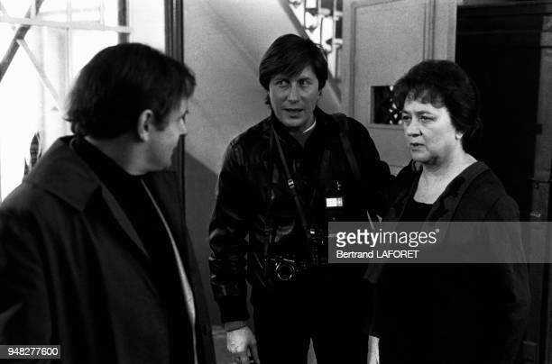 JeanFrançois Stévenin Jacques Dutronc et Jacqueline Maillan tournent une scène du film 'Y atil un Français dans la salle ' de JeanPierre Mocky en...