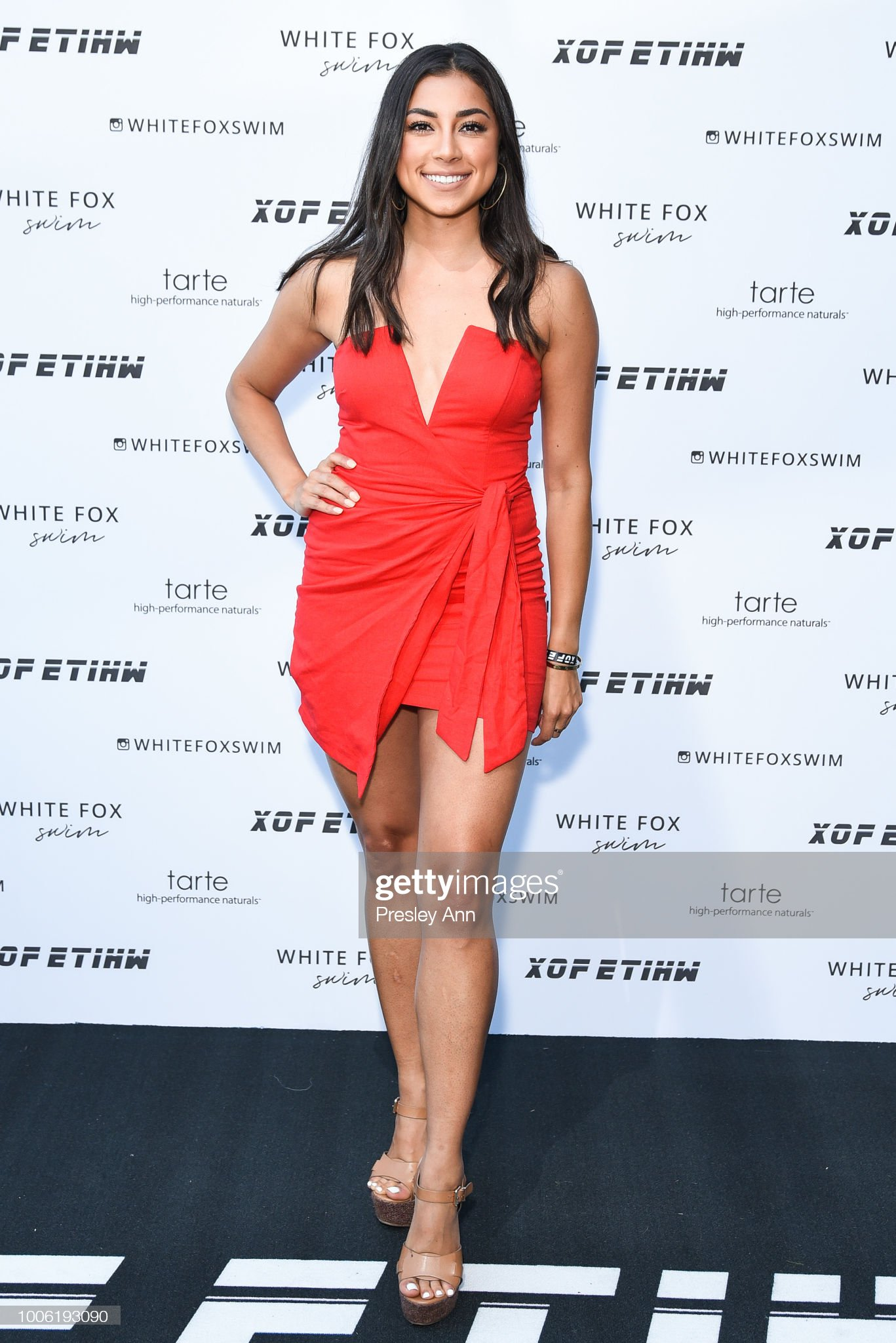 ¿Cuánto mide Jeanine Amapola? - Real height Jeanine-amapola-attends-white-fox-boutique-swimwear-launch-of-100-at-picture-id1006193090?s=2048x2048