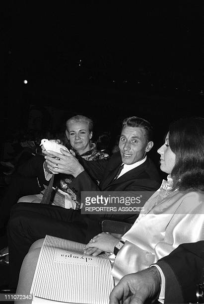 Jeanine Jacques Anquetil and Annie and Dalida on stage in Paris France on October 07 1967