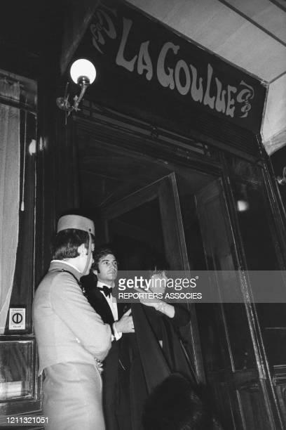 JeanJacques Brialy et Anna Magnani sortant du restaurant La Goulue à Paris France circa 1960