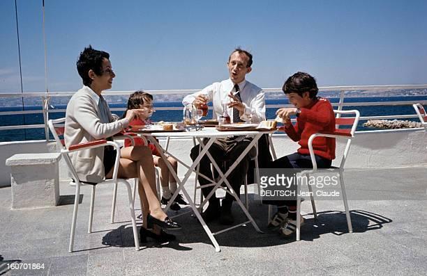 Jeanjacques Susini Repatriated From Algeria Marseilles juin 1972 Sur une terrasse en borde de mer assis autour d'une table lors d'un repas le...