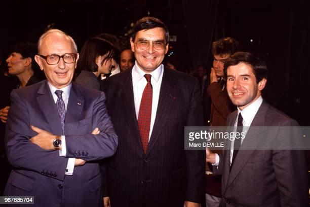 JeanLouis Beffa élu manager de l'année 1989 ici en compagnie de Alain Minc à paris le 19 octobre 1989 France
