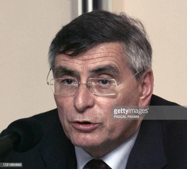 Jean-Louis Beffa , président du conseil de surveillance de l'Agence de l'innovation industrielle donne une conférence de presse, le 25 avril 2006 à...