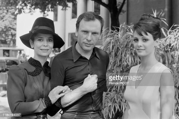 JeanLouis Trintignant MarieJosé Nat et Nathalie Roussel sur le tournage du film 'Les Violons du bal' réalisé par Michel Drach 14 aout 1973 à Vichy...
