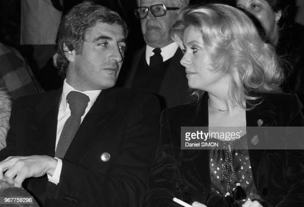 JeanLoup Dabadie et Catherine Deneuve lors du spectacle de Julien Clerc à Paris le 19 janvier 1977 France