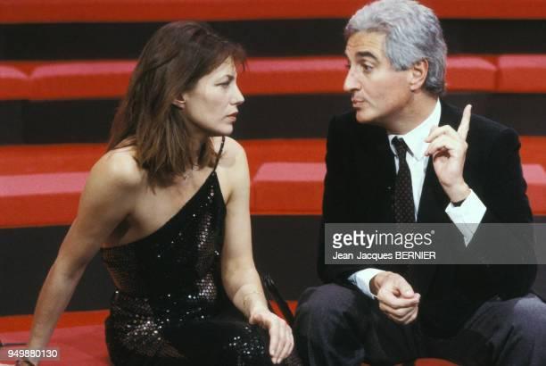 JeanLoup Dabadie et Jane Brikin sur un plateau de télévision le 11 janvier 1986 à Paris France