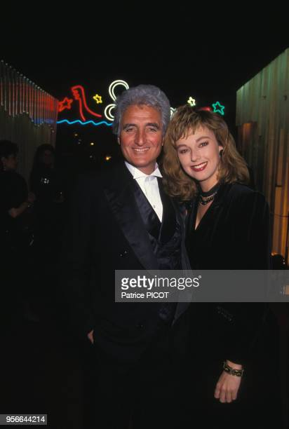 JeanLoup Dabadie et Julie Arnold lors de la 1ère du nouveau spectacle du Lido à Paris en mars 1990 France