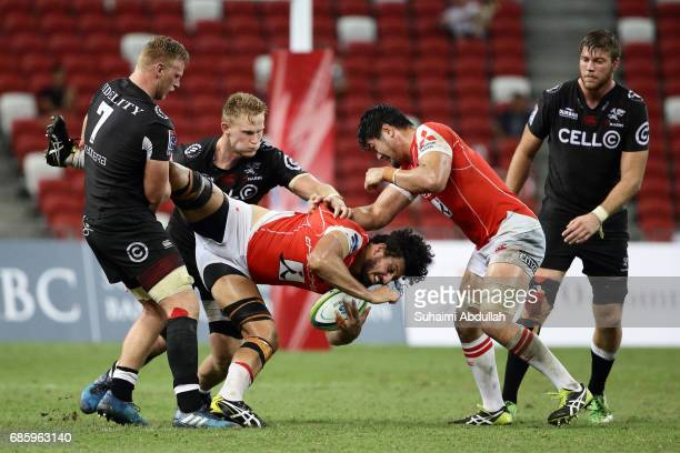 JeanLuc du Preez of Sharks tackles Sam Wykes of Sunwolves during the round 13 Super Rugby match between the Sunwolves and the Sharks at Singapore...