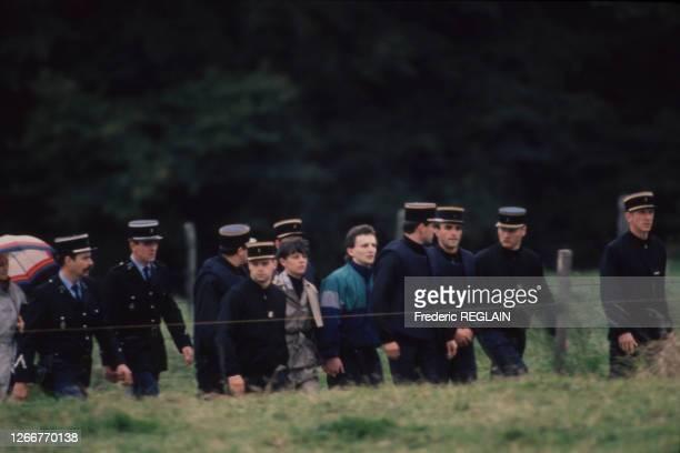 JeanMarie et Christine Villemin et sa mère lors d'une reconstitution de la disparition de leur fils Gregory retrouve mort noyé le 16 octobre 1987 à...