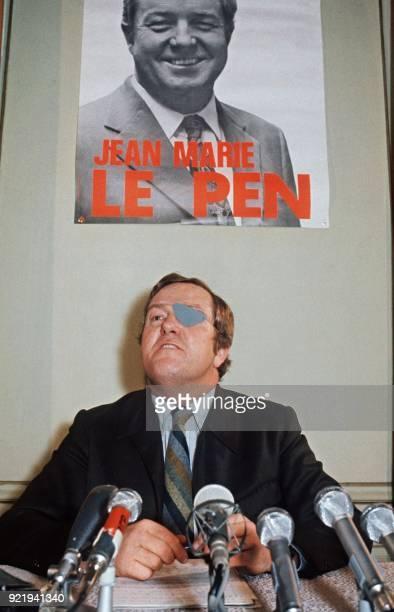 JeanMarie Le Pen président du Front National et candidat à la présidence de la république tient une conférence de presse le 8 avril 1974 à Paris /...