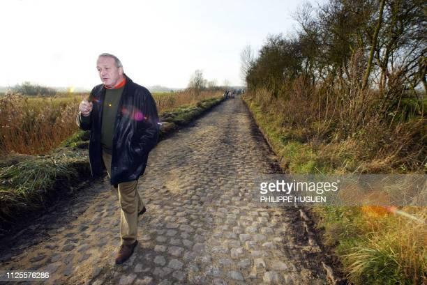 JeanMarie Leblanc directeur du Tour de France marche le 20 novembre 2002 à Walllers sur le secteur pavé emprunté par la course mythique du...