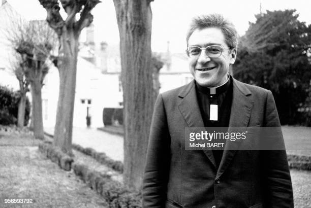JeanMarie Lustiger quittant Orléans et son poste d'évêque pour sa nouvelle fonction d'archevêque de Paris à Orléans dans le Loiret en France le 3...