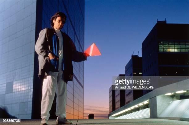 JeanMichel Jarre à la Défense en attendant son concert le 3 juillet 1990 France