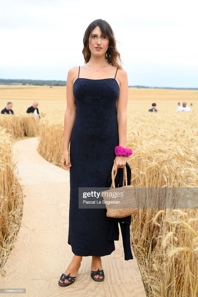 """""""L'Amour"""" : Jacquemus Spring-Summer 2021 : Front Row : ニュース写真"""