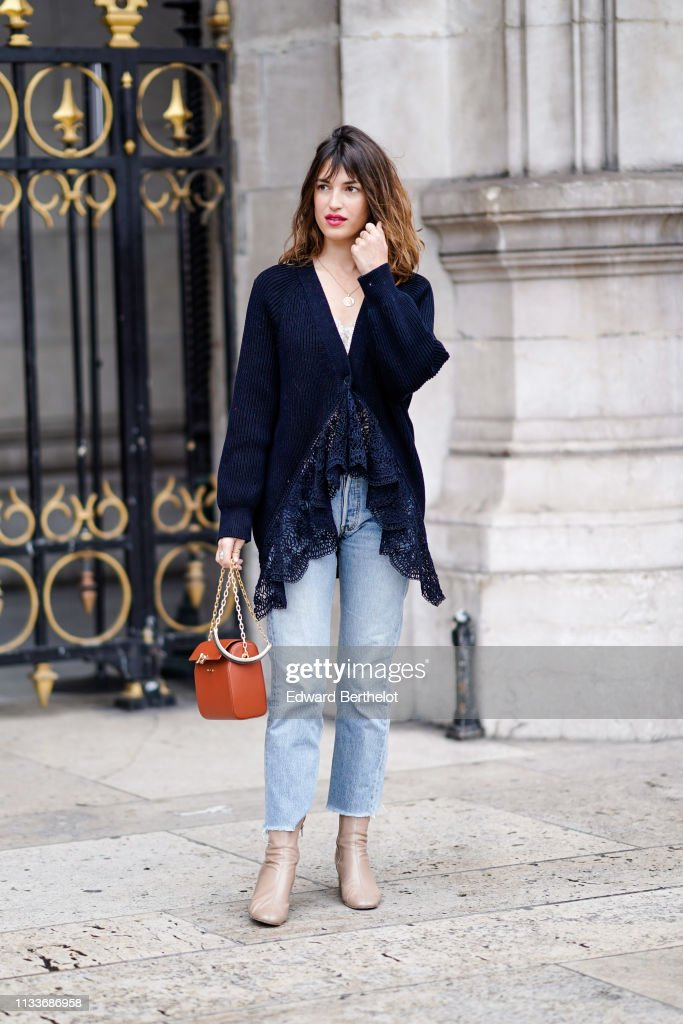 Street Style - Paris Fashion Week Womenswear Fall/Winter 2019/2020 : Day Eight : News Photo