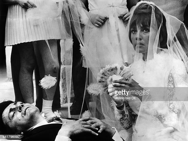 Jeanne Moreau * Schauspielerin Frankreichmit Serge Rousseau im Film Die Braut trug schwarz 1967