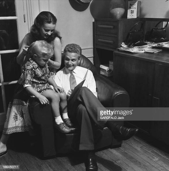 jeanne moreau with family paris juillet 1953 jeanne. Black Bedroom Furniture Sets. Home Design Ideas