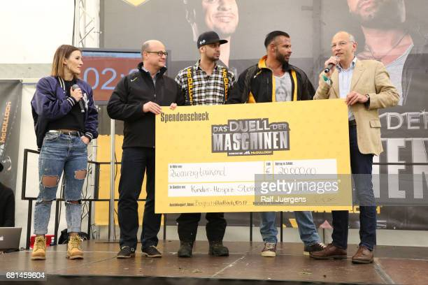 Jeannine Michaelsen, Andreas Kuhrt , JP Kraemer, Tim Wiese and Peer Gent attend the 'Duell der Maschinen' at Gut Schiff on May 10, 2017 in Bergisch...
