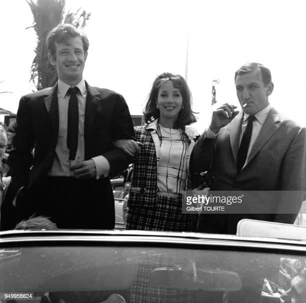 JeanPaul Belmondo Andrea Parisy et Lino Ventura lors du Festival de Cannes en 1964 à Cannes France
