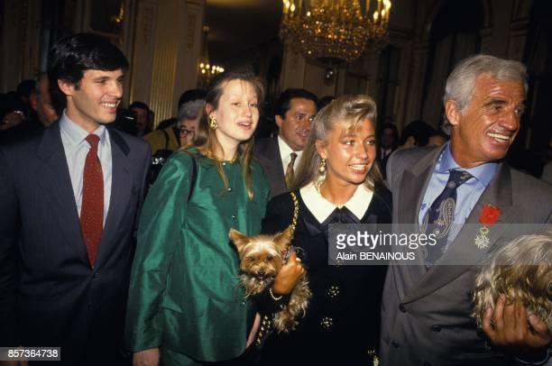 JeanPaul Belmondo avec Natty son fils Paul et sa femme Luana lors de sa remise de decoration au ministere de la Culture le 6 mai 1991 a Paris France