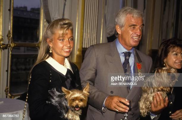 JeanPaul Belmondo decore de la Legion d'Honneur ici avec son amie Nathalie Tardivel dite Natty le 6 mai 1991 a Paris France