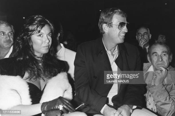 JeanPaul Belmondo et Carlos Sotto Mayor assistent au combat de boxe opposant Angulo à Koopmans le 21 novembre 1983 à Paris France