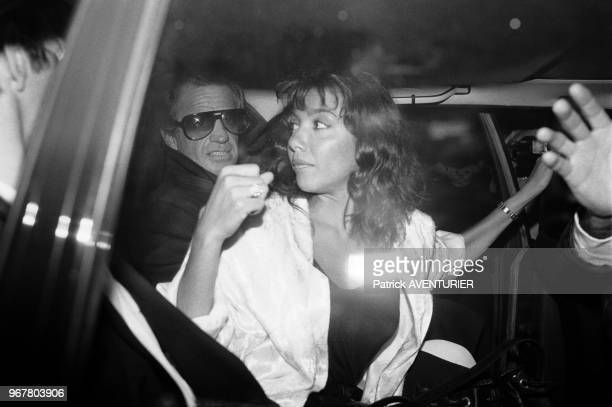 JeanPaul Belmondo et Carlos Sotto Mayor à la sortie d'une émission de télévision à Paris le 19 octobre 1985 France