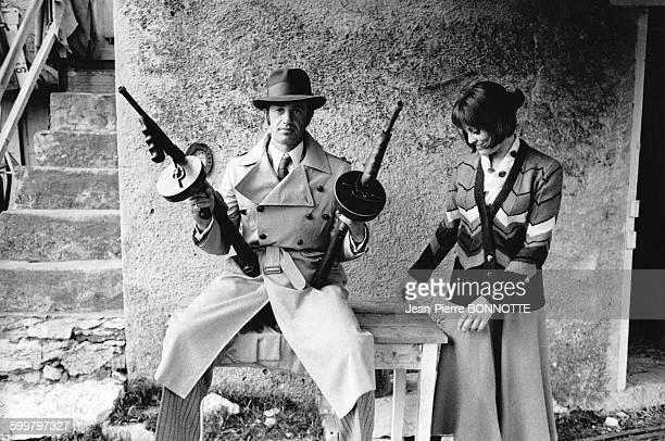 JeanPaul Belmondo et Catherine Rouvel sur le tournage du film 'Borsalino' réalisé par Jacques Deray en 1969 à Marseille France