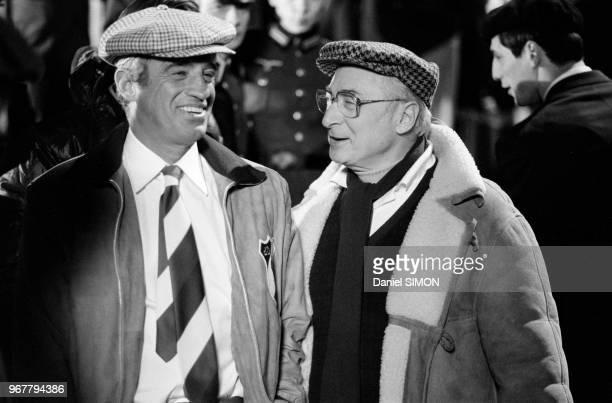 JeanPaul Belmondo et le réalisateur Gérard Oury lors du tournage du film 'L'As des as' le 30 avril 1982 à Munich Allemagne
