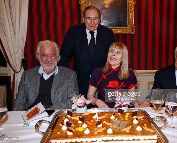 JeanPaul Belmondo Robert Hossein and his wife Candice Patou attend Robert Hossein celebrates his 90th Anniversary at Laurent Restaurant on January 8...