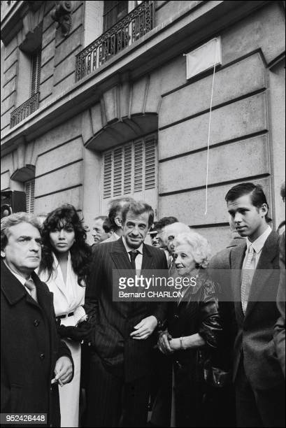 JeanPaul Belmondo with Carlos Sotto Mayor mother Madeleine brother Alain and Paul nb 197840