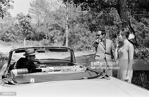 JeanPaul Belmondo With Director JeanLuc Godard And Actress Anna Karina On The Set Of The Movie 'Pierrot Le Fou' in Hyères France on June 8 1965