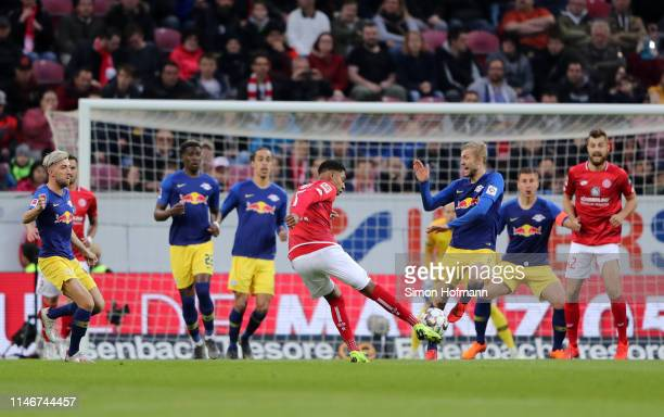 Jean-Paul Boetius of FSV Mainz shoots during the Bundesliga match between 1. FSV Mainz 05 and RB Leipzig at Opel Arena on May 03, 2019 in Mainz,...