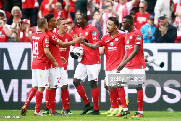 Jean-Paul Boetius of Mainz celebrates his team's second goal with team mates during the Bundesliga match between 1. FSV Mainz 05 and TSG 1899...