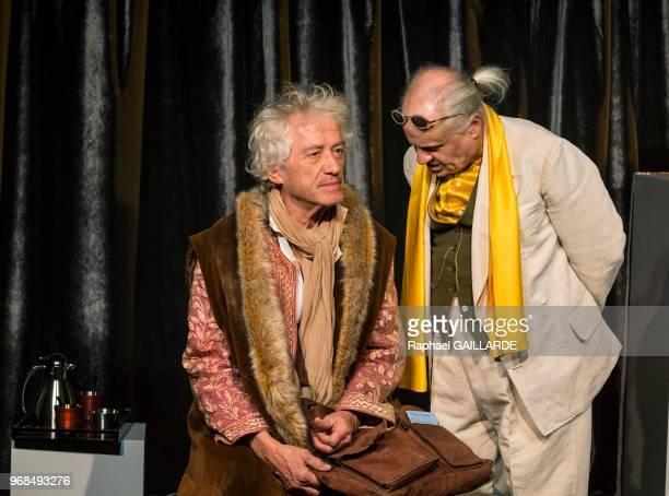 JeanPaul Farré et JeanLuc Moreau sur scène interprètent au Théâtre de Poche Montparnasse 'Voltaire Rousseau' de JeanFrançois Prévand mise en scène de...