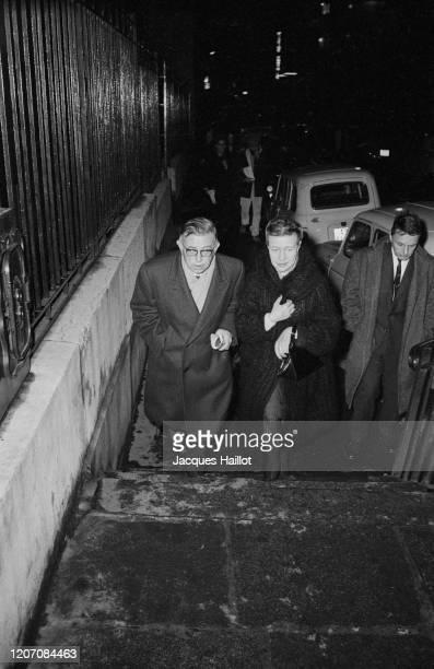 JeanPaul Sartre et Simone de Beauvoir participent aux 6 heures pour le Vietnam à la Mutualité à Paris en opposition à la guerre américaine