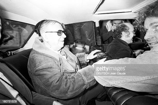 Jeanpaul Sartre Visits Andreas Baader In His Prison In Stuttgart And Holds A Press Conference Stuttgart 4 Décembre 1974 Lors de sa visite en prison à...