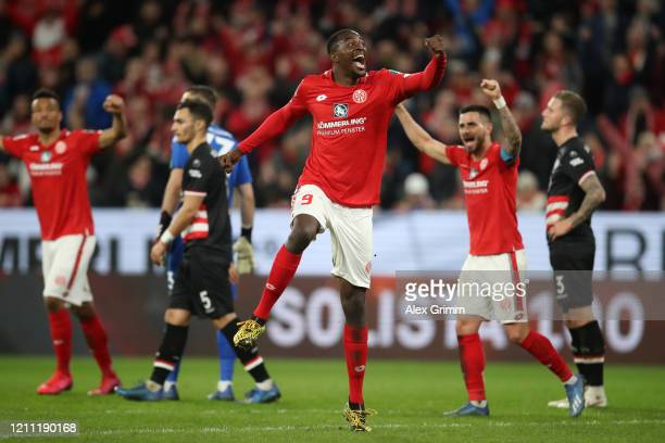 Jean-Philippe Mateta of 1.FSV Mainz 05 celebrates the first goal scored by Levin Oztunali of 1.FSV Mainz 05 during the Bundesliga match between 1....