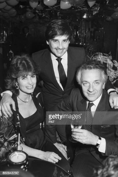 JeanPierre Cassel et son épouse Anne lors de la fête du 30e anniversaire de Thierry Le Luron chez Régine le 2 avril 1982 à Paris France