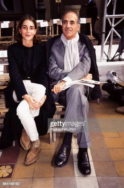 JeanPierre Elkabbach et sa fille Emmanuelle Bach lors du défilé Cerruti à Paris en octobre 1996 France