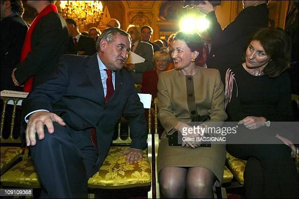 "Jean-Pierre Raffarin, Valery Giscard D'Estaing, Nicolas Sarkozy, Arnaud Montebourg And Brigitte Le Brethon Receive ""2002 Trombinoscope Award"" In The..."