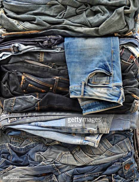 jeans packed for recycling - spijkerbroek stockfoto's en -beelden