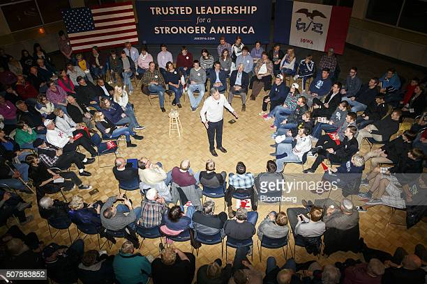 Jeb Bush, former governor of Florida and 2016 Republican presidential candidate, center, speaks during a campaign event at Dordt College in Sioux...